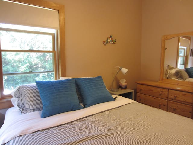 Private Suite: 2 Rooms + Full Bath - Oak Bluffs - Apartamento