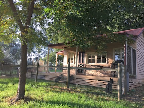 ROMANTIC GETAWAY Saddle Hut, pet friendly Wodonga
