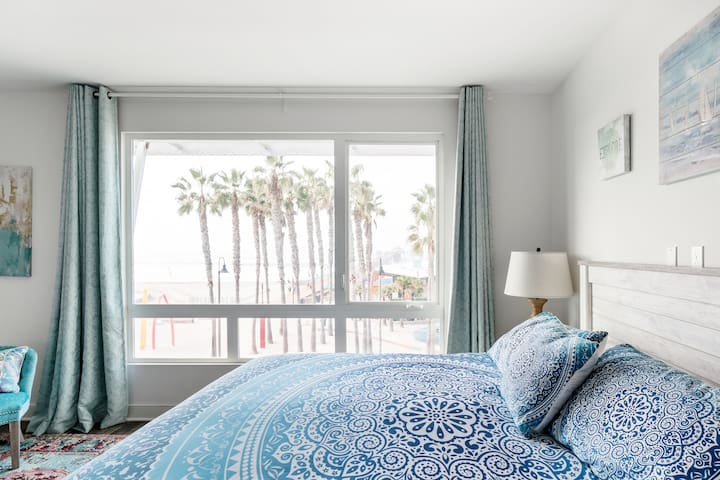 Big blue ocean and Pier view from your bed!