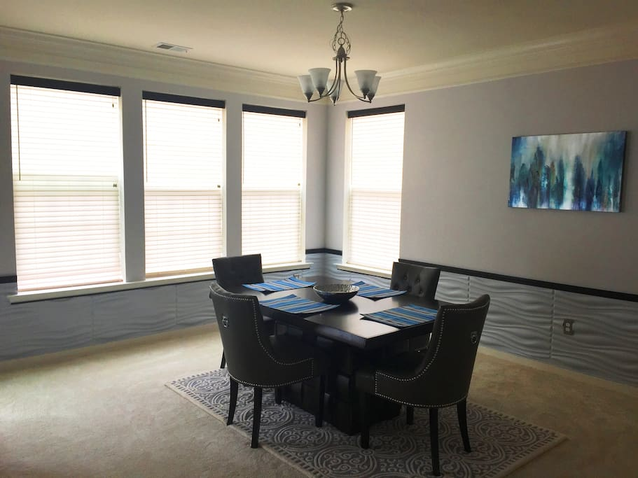Dining room - perfect for eating, working, or playing!