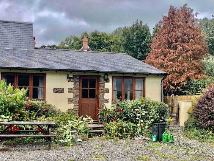 Doreen's Cottage (one of 4 @ Honey Meadow Retreat)