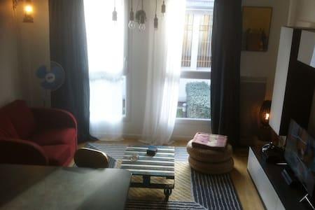 private Room dans appartement de 63m2 proche paris - Bagnolet