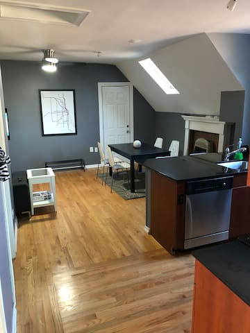 One Bedroom Apartment in Old Irving Park