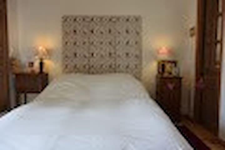 Chambre 1, avec sa salle de bais privative