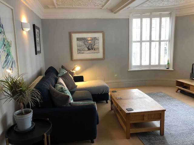 Period 1 bedroom central Lewes flat