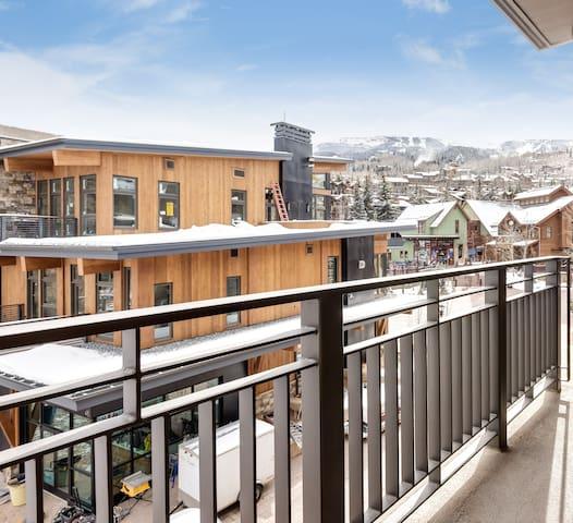 Capitol Peak Lodge Over Sized 1 Br, 1 Ba Penthouse