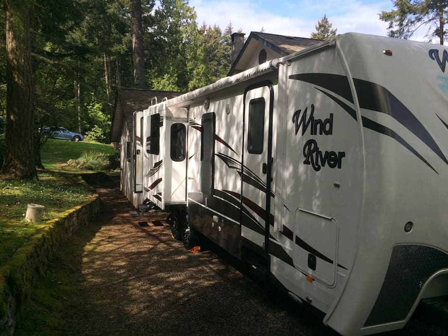 Beautiful, spacious,fully equipped, private trailer