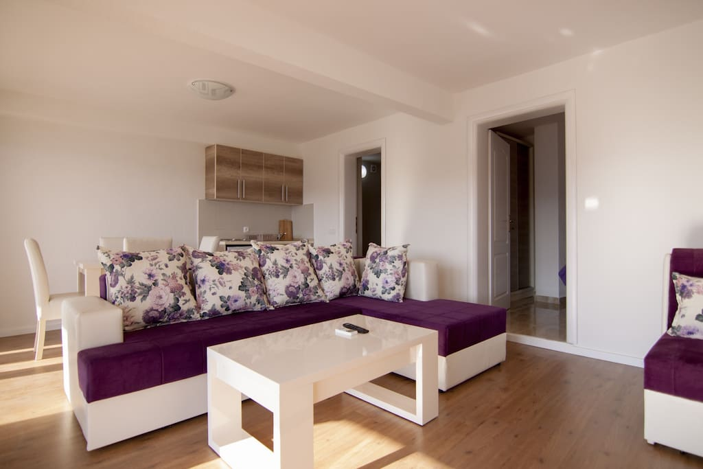 Living room with panoramic sea view is equipped with a sofa and extra bed, TV SAT,  air conditioning and wifi.