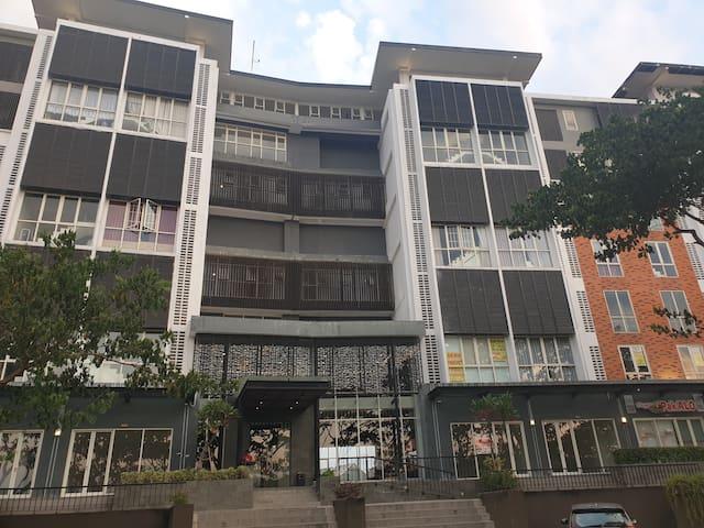 Two floor Apartemen Royal Semi furnished  60 m2