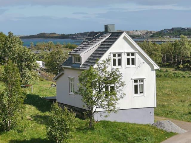 Idyllisk feriehus i hjertet av Lofoten