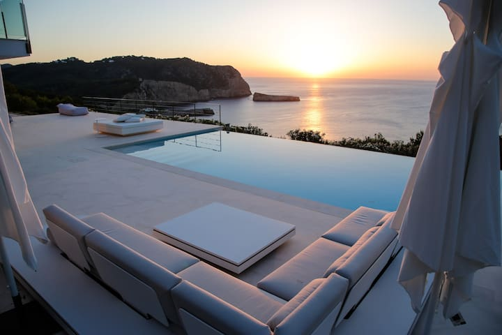 Amazing sunset modern villa with infinity pool