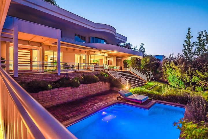 LUXURY Dream Home!  Mt. Views, Pool & Privacy~(16)