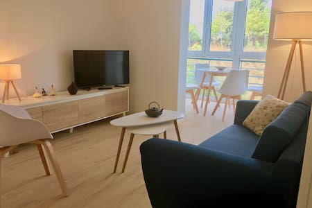NEW lovely 3BR flat@PARK (7min subway to old town)
