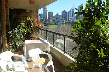 Room/balcony/views/next to station - Potts Point - Apartment