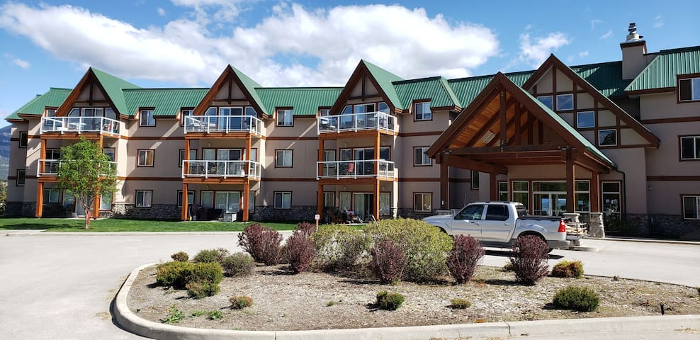 Invermere's Heron Point, 2 Br. Condo/Pool/Hot Tub