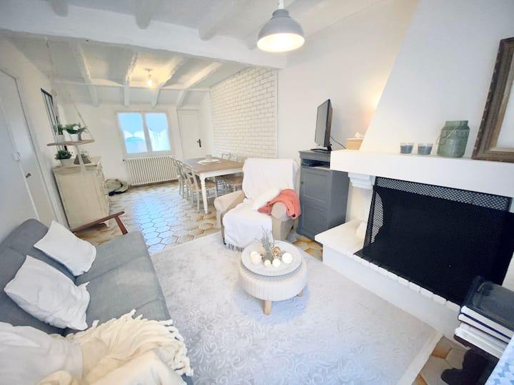 Petite maison type F2 avec terrasse