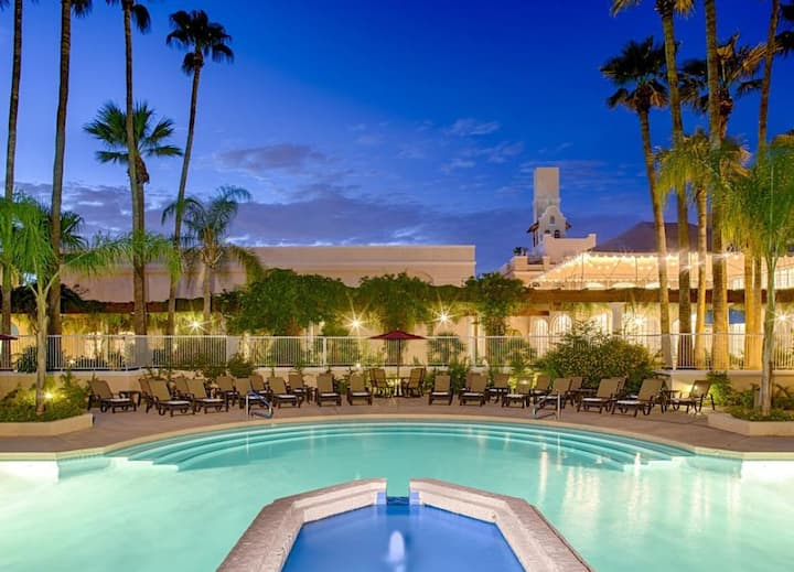 SUNSET VIEW, TWO CLASSIC UNITS! POOL, PARKING