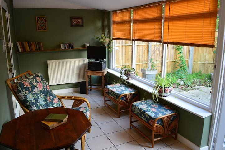 Spacious Airy 3 bed House In Historic Westbury