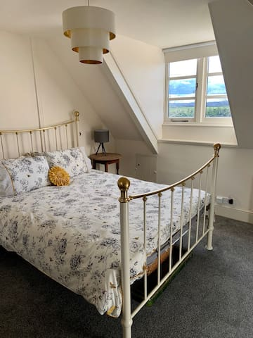 Kingsize bed with views to Silverstone track.