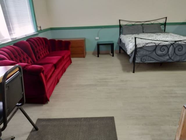 Airbnb Burstall room for rent, excellent rates.