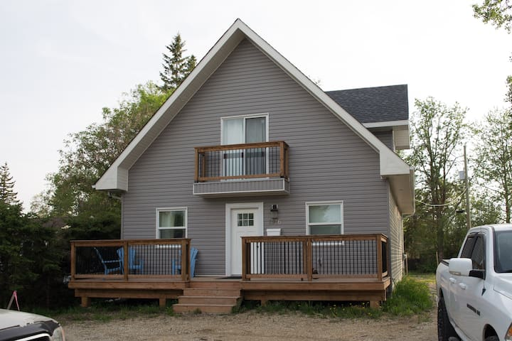 Cozy 3 BD House, AB Beach, newer w/ gas Fireplace