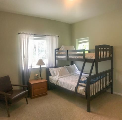 2nd Bedroom with full-twin bunk bed