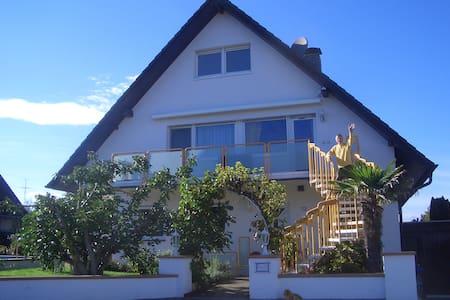 Ferienwohnung mit Balkon und Pool - Bad Krozingen - Apartment