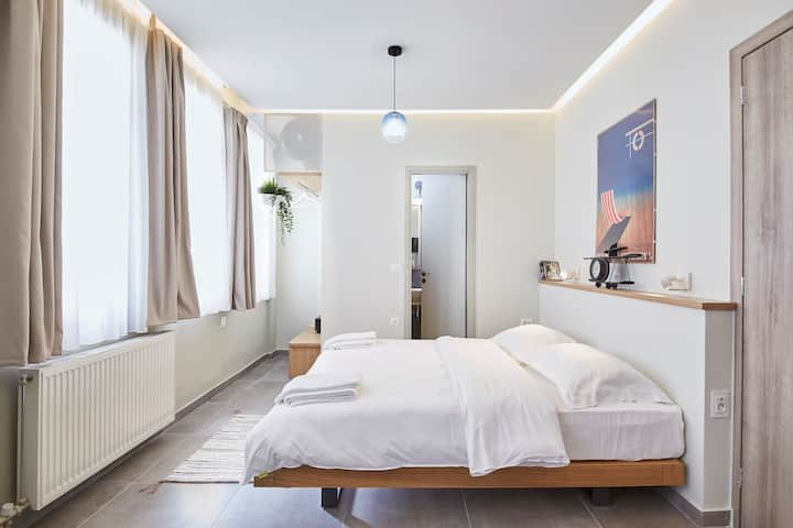 Live in a funky &  renovated studio near Acropolis