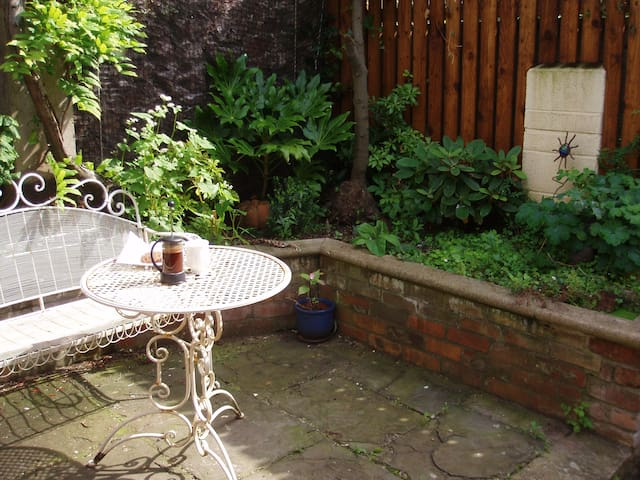 Lovely double room in the centre of Bristol - Brístol - Bed & Breakfast