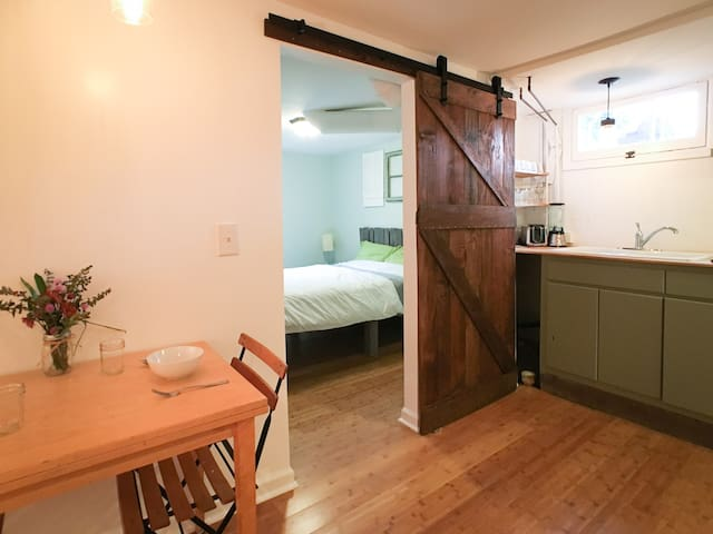 Cozy Hand-Crafted N Williams Space - Portland - Apartment