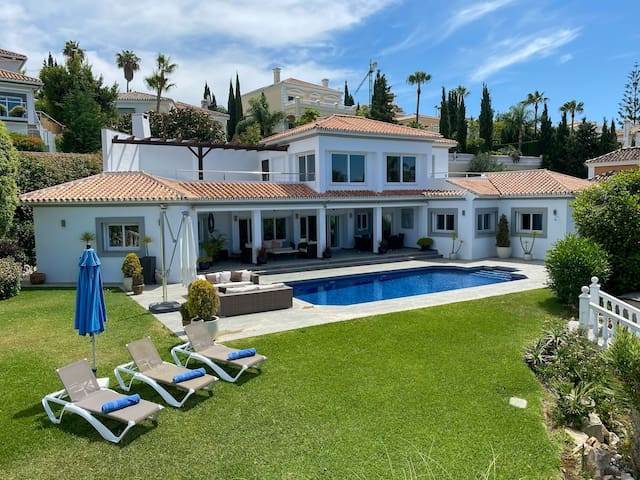 Mijas Golf Villa with Private Pool and Gardens