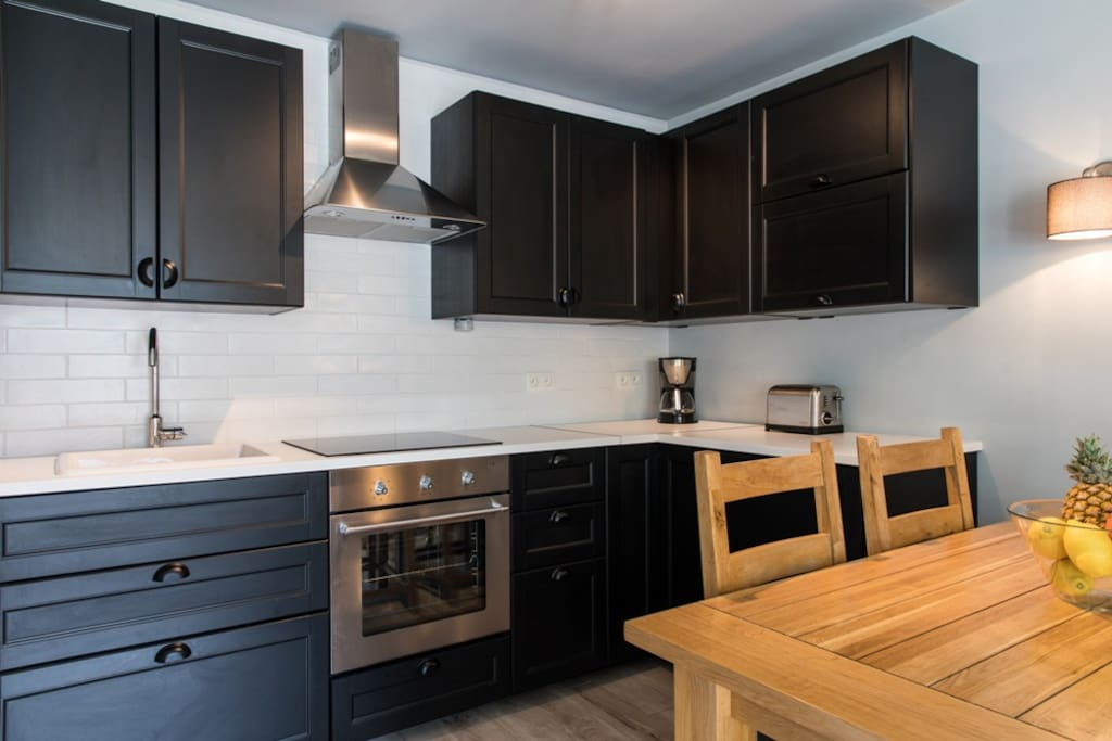 The fully equipped kitchen inthe apartment