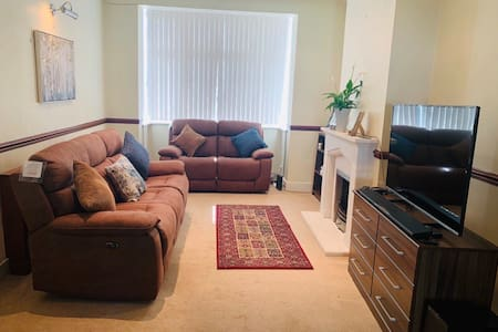Entire 3 bedroom house available for upto 7 weeks