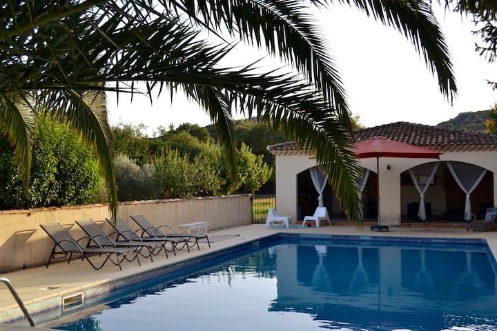 PontduGard-Bastide grande piscine parc privé 3ha
