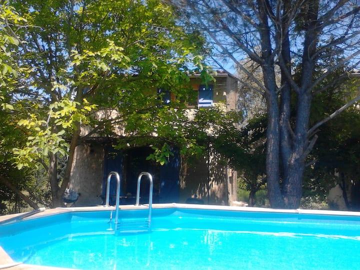 2 bastidons. piscine barbecue et option jacuzzi