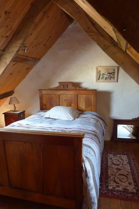 une chambre avec  lit 130
