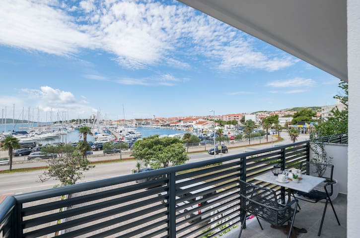 Studio Apartment, 90m from city center, seaside in Vodice, Balcony