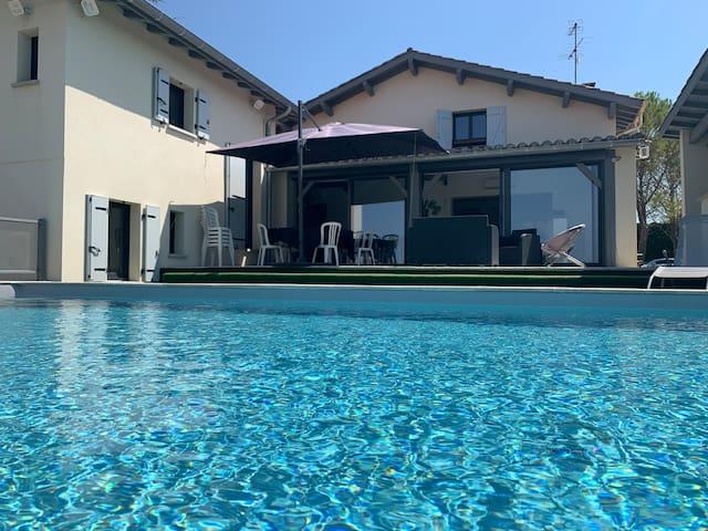 Quercy Paisible villa avec Piscine & Baign Balnéo