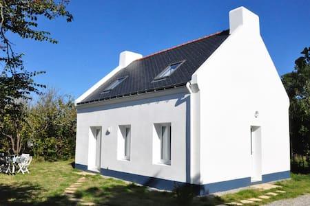 Jolie maison avec jardin clos - Le Palais