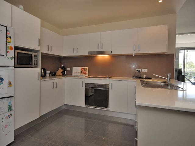 Modern and super handy location - Chermside - Apartament