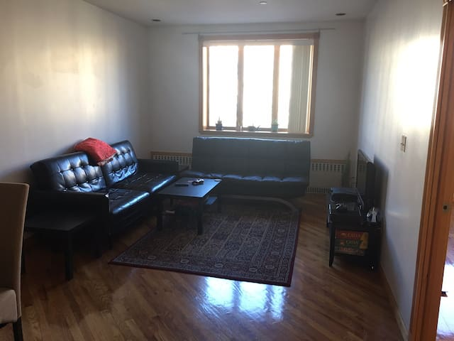 Clean and spacious room in charming Greenpoint