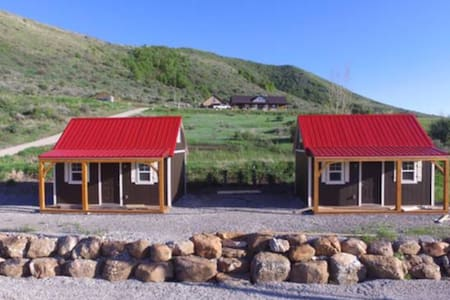Red Roof Cabins at Glendale Reservoir