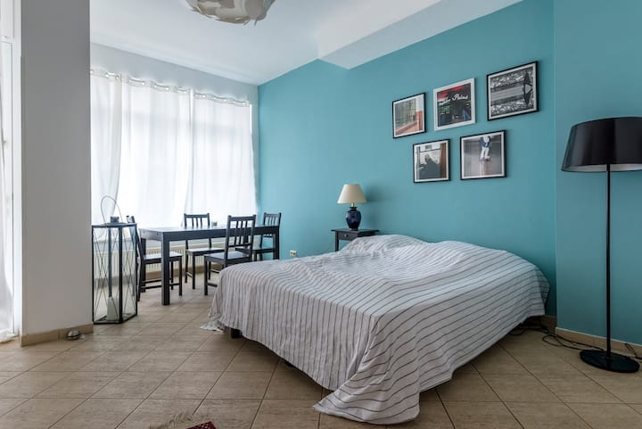 Cosy Apartment in Hip Neighbourhood with Parking