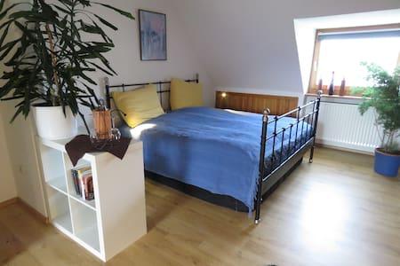 Gemütliches Dachgeschoss - Hamm - Apartamento