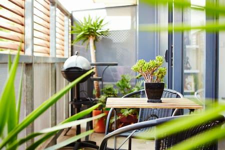 CHAI: The Best of St Kilda! - Saint Kilda - Apartment