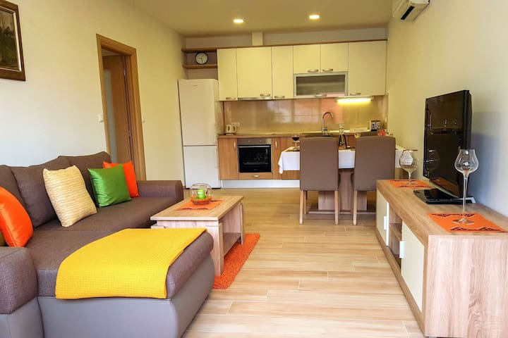 APARTMENT WITH 2 BEDROOM AND GARDEN