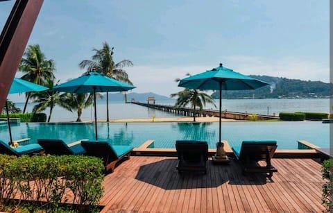 Luxury Seaside Retreat - Infinity Pool