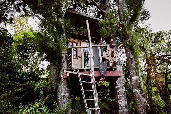 The Treehouse!! (yes, it's warm!) - Upper Hutt - Tretopphus