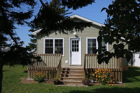 Cozy , comfortable newly renovated cottage