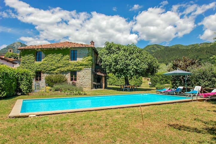 Huis met privè zwembad en mooi uitzicht